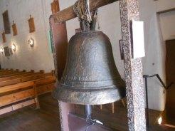 Sa cloche, sur laquelle il est inscrit 1356.
