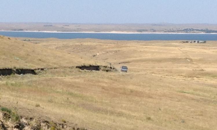 Le lac (élargissement de la rivière North Platte) vu des plateaux sur la 26 entre Lewellon et Ogallala