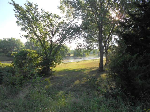 Près de Grand Island, magnifique parc encore, et un long sentier, augmenté de ramifications.