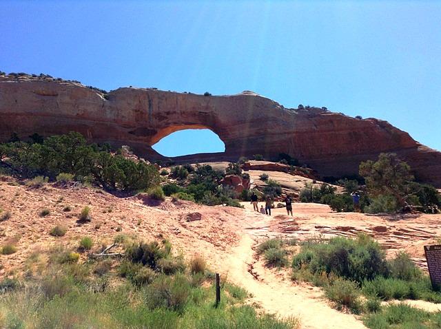 Nous avons grimpé la Wilson Arch; j'ai craint que Cléo déboule...