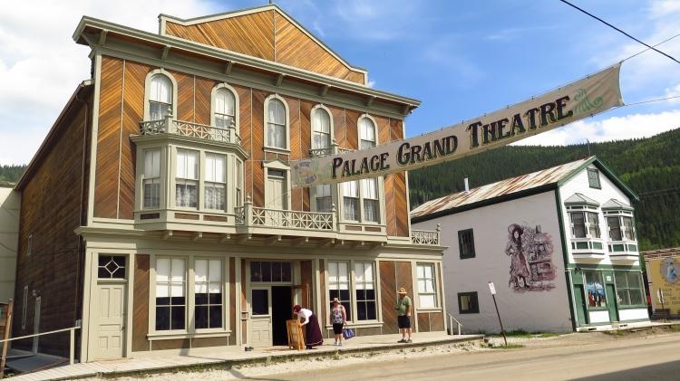 Le vieux théâtre, spectacles d'époque avec costumes.