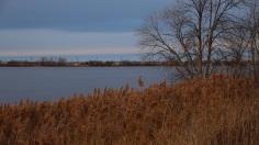 La ville de Laval au loin, de l'autre côé de la rivière.